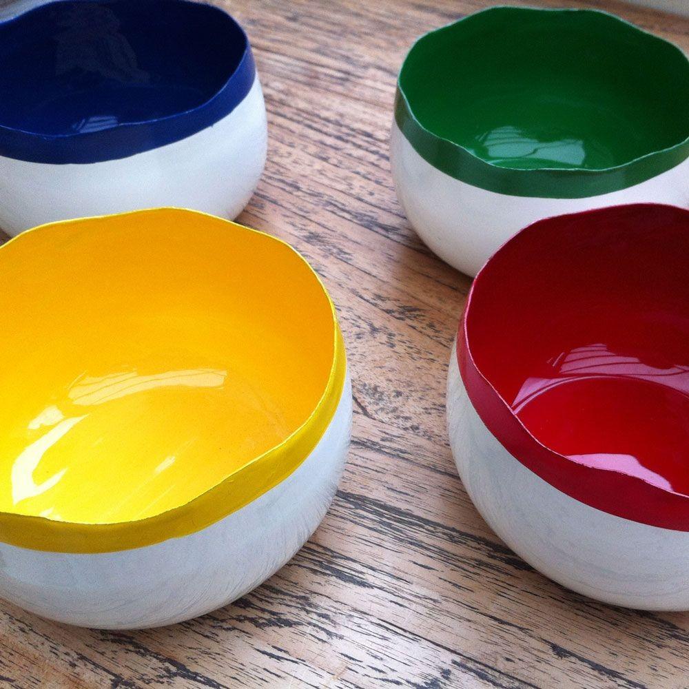 Couleurs  -  jolis bols  en métal émaillé couleurs  assorties ( par4)
