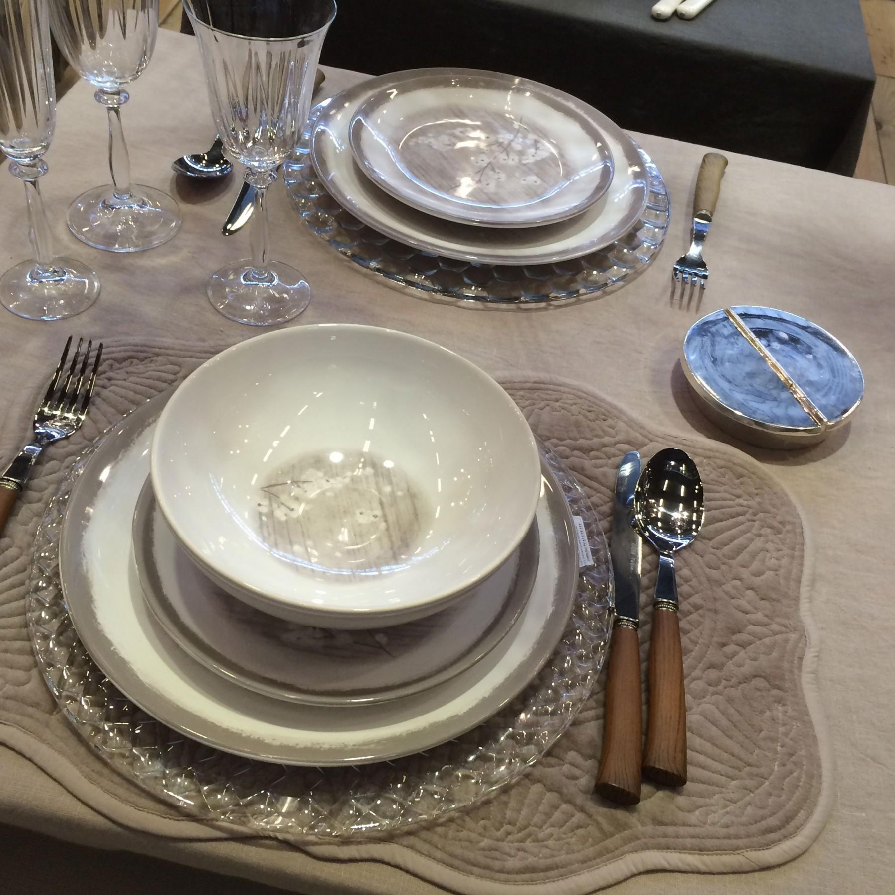 pommier assiette creuse gris et fleurs de pommier en porcelaine par2. Black Bedroom Furniture Sets. Home Design Ideas