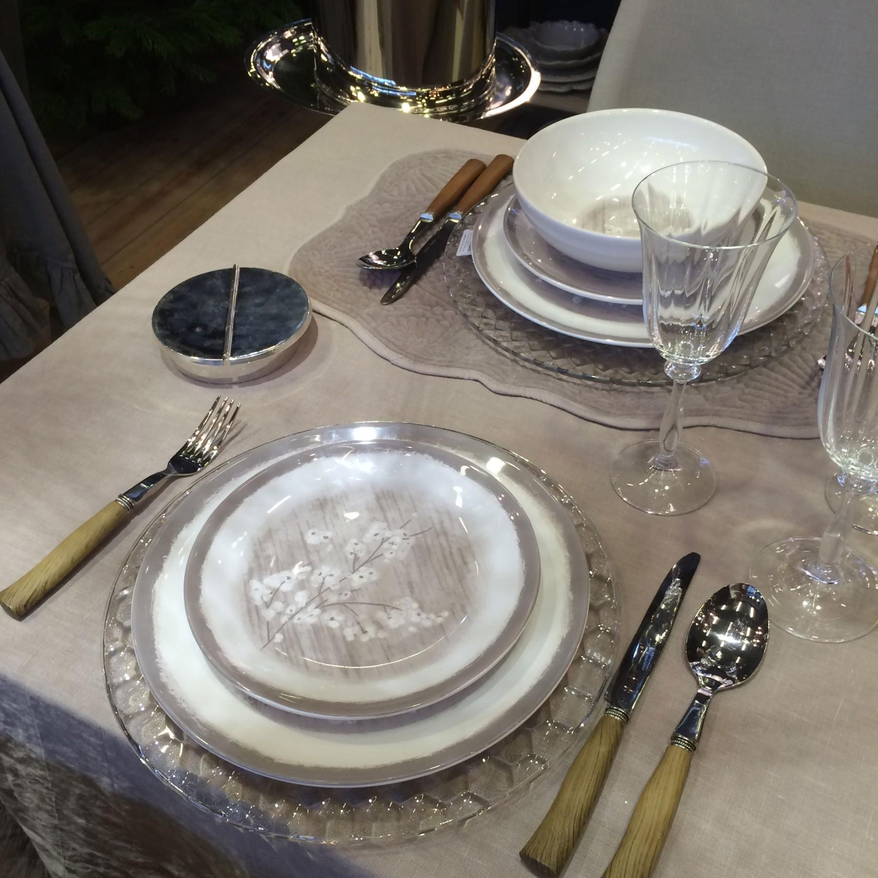 Pommier - Assiette plate grise et fleur de pommier en porcelaine (par2)