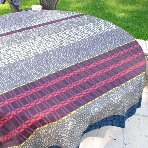 Yoko - Nappe jacquard ethnique gris-rouges, 100% Coton, carrée